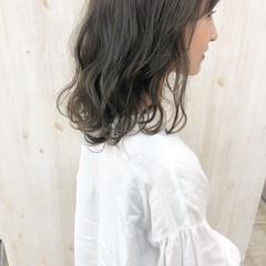 くすみカラー ラベンダーアッシュ ミディアム ナチュラル ヘアスタイルや髪型の写真・画像