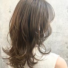 グレージュ 大人かわいい レイヤーカット ミディアム ヘアスタイルや髪型の写真・画像
