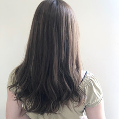 ブリーチなし セミロング グレージュ ナチュラル ヘアスタイルや髪型の写真・画像