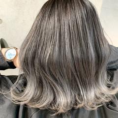 切りっぱなしボブ ミディアム ホワイトグレージュ エレガント ヘアスタイルや髪型の写真・画像