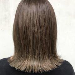 オリーブアッシュ 切りっぱなしボブ ナチュラル オリーブグレージュ ヘアスタイルや髪型の写真・画像