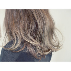 アッシュ 外ハネ セミロング ハイライト ヘアスタイルや髪型の写真・画像