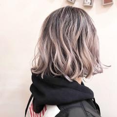 バレイヤージュ インナーカラー ウルフカット ナチュラル ヘアスタイルや髪型の写真・画像