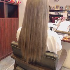ロング ダブルカラー ブリーチ グレージュ ヘアスタイルや髪型の写真・画像