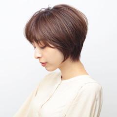 ショートボブ 耳かけ ショートヘア 前髪あり ヘアスタイルや髪型の写真・画像