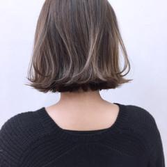 ミルクティー グレージュ グラデーションカラー 外ハネ ヘアスタイルや髪型の写真・画像