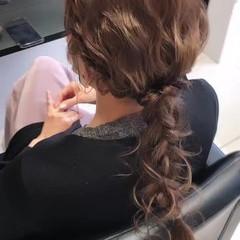 結婚式ヘアアレンジ 簡単ヘアアレンジ フェミニン ミルクティーベージュ ヘアスタイルや髪型の写真・画像