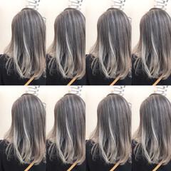 ミディアム アンニュイほつれヘア ナチュラル グラデーションカラー ヘアスタイルや髪型の写真・画像