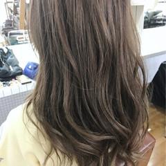 ハイライト バレイヤージュ ロング アッシュベージュ ヘアスタイルや髪型の写真・画像