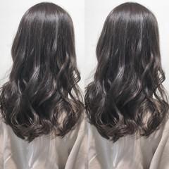 ナチュラル 透明感 セミロング ウェーブ ヘアスタイルや髪型の写真・画像