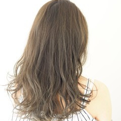 透明感 夏 アッシュグレージュ アンニュイ ヘアスタイルや髪型の写真・画像