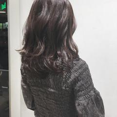 セミロング ウェーブ フェミニン アンニュイ ヘアスタイルや髪型の写真・画像