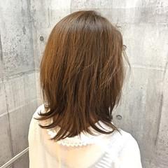 ミディアム イルミナカラー レイヤーカット 透明感 ヘアスタイルや髪型の写真・画像