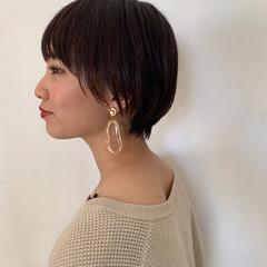 簡単スタイリング ショートヘア ナチュラル 小顔ショート ヘアスタイルや髪型の写真・画像