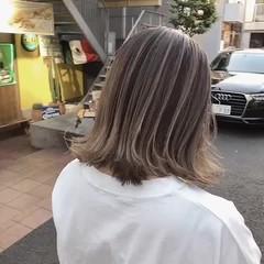 ナチュラル オリーブベージュ ピンクベージュ ロング ヘアスタイルや髪型の写真・画像