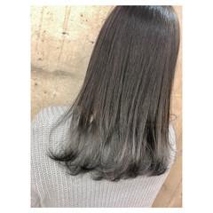 セミロング アッシュグレージュ シルバーアッシュ シルバー ヘアスタイルや髪型の写真・画像