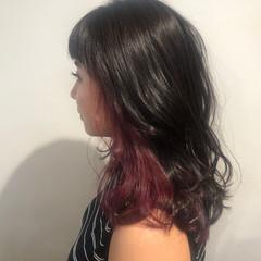 ベリーピンク ラズベリーピンク うる艶カラー セミロング ヘアスタイルや髪型の写真・画像