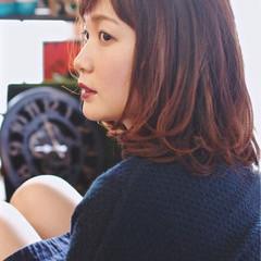 リラックス ミディアム グラデーションカラー 伸ばしかけ ヘアスタイルや髪型の写真・画像