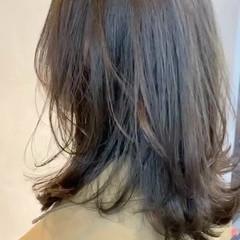 オリーブ ミディアム ナチュラル オリーブカラー ヘアスタイルや髪型の写真・画像
