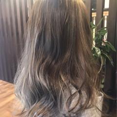 ハイライト グレージュ 外国人風 アッシュ ヘアスタイルや髪型の写真・画像