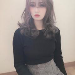 ミルクティカラー ハイトーンカラー ミルクティーベージュ ハイトーン ヘアスタイルや髪型の写真・画像
