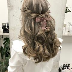 ハーフアップ ロング ガーリー ハイトーン ヘアスタイルや髪型の写真・画像