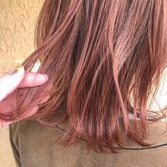 切りっぱなしボブ ピンクアッシュ ミディアム ロブ ヘアスタイルや髪型の写真・画像