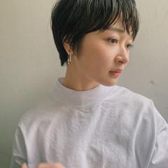 ショートヘア マッシュショート ナチュラル ショートレイヤー ヘアスタイルや髪型の写真・画像