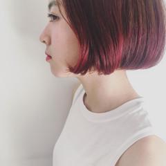 インナーカラー ショートヘア ナチュラル 切りっぱなしボブ ヘアスタイルや髪型の写真・画像