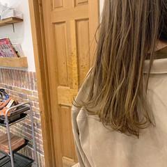 ミルクティーベージュ ナチュラル セミロング お洒落 ヘアスタイルや髪型の写真・画像