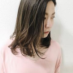 グレージュ 外国人風カラー セミロング アッシュ ヘアスタイルや髪型の写真・画像