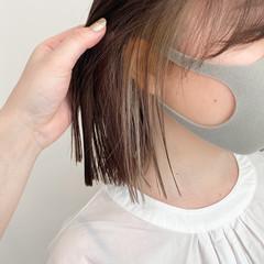 インナーカラー ミニボブ イヤリングカラーベージュ イヤリングカラー ヘアスタイルや髪型の写真・画像