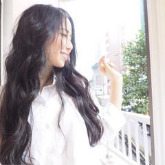 デート ゆるふわ アンニュイ 波ウェーブ ヘアスタイルや髪型の写真・画像