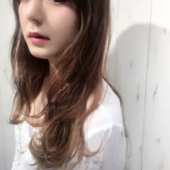セミロング フェミニン パーマ ウェーブ ヘアスタイルや髪型の写真・画像
