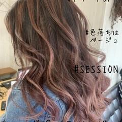 セミロング バレイヤージュ ストリート ピンクベージュ ヘアスタイルや髪型の写真・画像