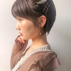 簡単ヘアアレンジ ベージュカラー ナチュラル ショートボブ ヘアスタイルや髪型の写真・画像