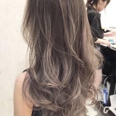 外国人風カラー ロング グラデーションカラー 色気 ヘアスタイルや髪型の写真・画像