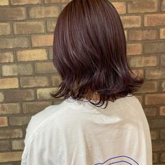 透明感 外ハネ イルミナカラー ピンクバイオレット ヘアスタイルや髪型の写真・画像