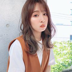 フェミニン 韓国風ヘアー インナーカラー レイヤーカット ヘアスタイルや髪型の写真・画像