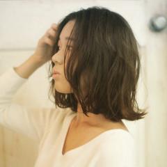 ミディアム ゆるふわ アッシュ くせ毛風 ヘアスタイルや髪型の写真・画像