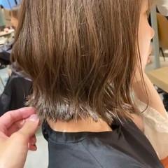 ミルクティーベージュ ボブ オリーブベージュ 外国人風カラー ヘアスタイルや髪型の写真・画像