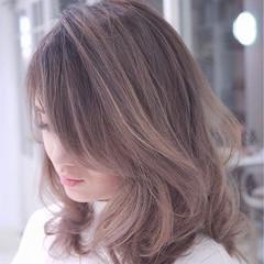 大人かわいい バレイヤージュ 外国人風 ストリート ヘアスタイルや髪型の写真・画像