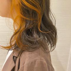 シアーベージュ ハイトーンカラー グレージュ ナチュラル ヘアスタイルや髪型の写真・画像