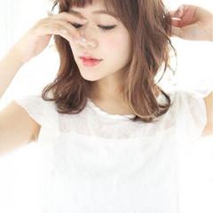 ミディアム 外ハネ 艶髪 外国人風 ヘアスタイルや髪型の写真・画像