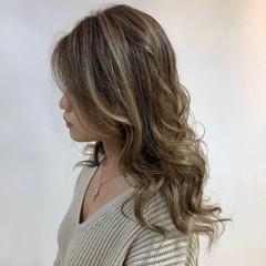 ハイライト グラデーションカラー バレイヤージュ レイヤー ヘアスタイルや髪型の写真・画像