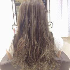 アッシュベージュ ロング イルミナカラー 透明感 ヘアスタイルや髪型の写真・画像
