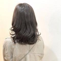 外国人風カラー ベージュ オリーブグレージュ ロング ヘアスタイルや髪型の写真・画像