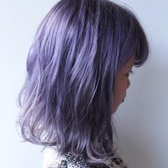 パープル ミディアム グレージュ ラベンダーアッシュ ヘアスタイルや髪型の写真・画像