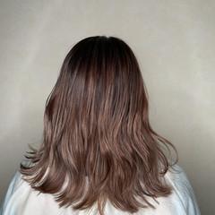 ミディアム グレージュ バレイヤージュ ピンク ヘアスタイルや髪型の写真・画像
