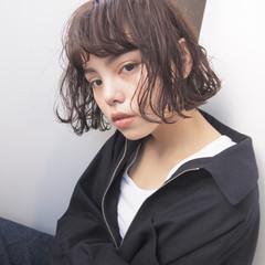 アンニュイ パーマ くせ毛風 ナチュラル ヘアスタイルや髪型の写真・画像